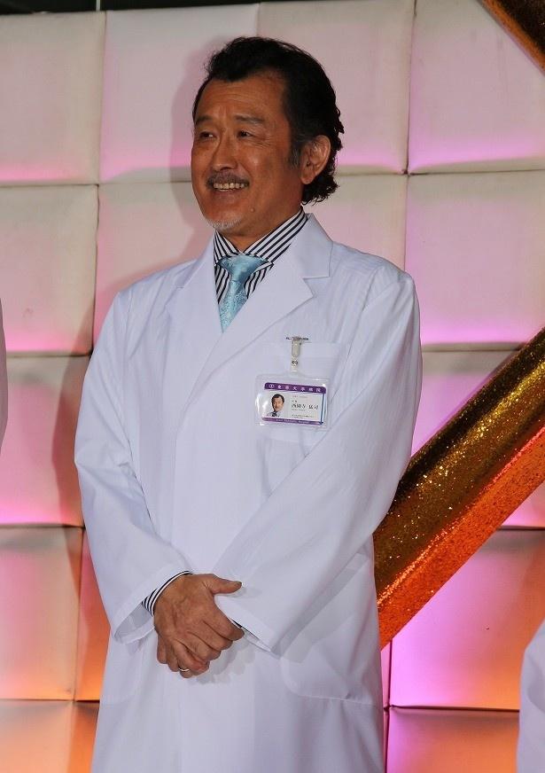 外科部長・西園寺猛司役の吉田鋼太郎