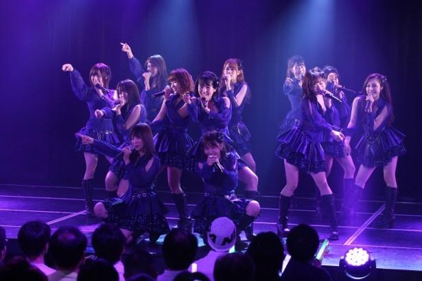 SKE48 8周年前夜祭「ミッドナイト公演」、アンコールにて「スルー・ザ・ナイト 」を歌唱するメンバー
