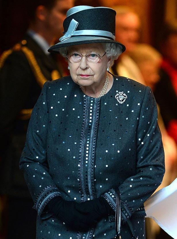エリザベス女王はスペンサーが王室の親族になることを懸念している