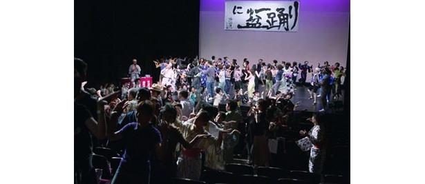 一般参加者約300人が入り乱れての大騒ぎ!※写真は昨年のものです