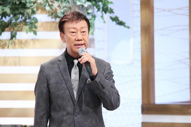 【写真を見る】20年ぶりの股旅歌謡「ちゃっきり茶太郎」を歌う橋幸夫