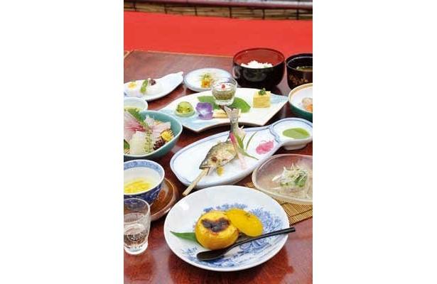 見た目も華やか!柚子コンニャクや刺身などが楽しめる「花柚子膳」(3675円)