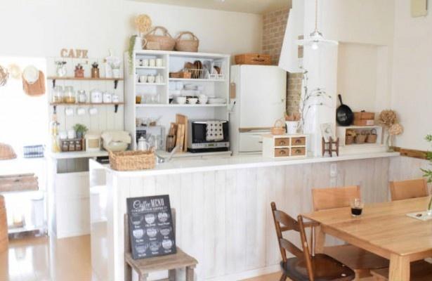 暗かったキッチンをDIYで白で統一された明るいキッチンに!