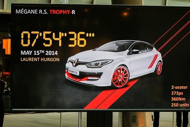 先代にあたる「メガーヌRSトロフィーR」は、ニュルブルクリンクFF市販車最速タイムを塗り替えたモデルだ。