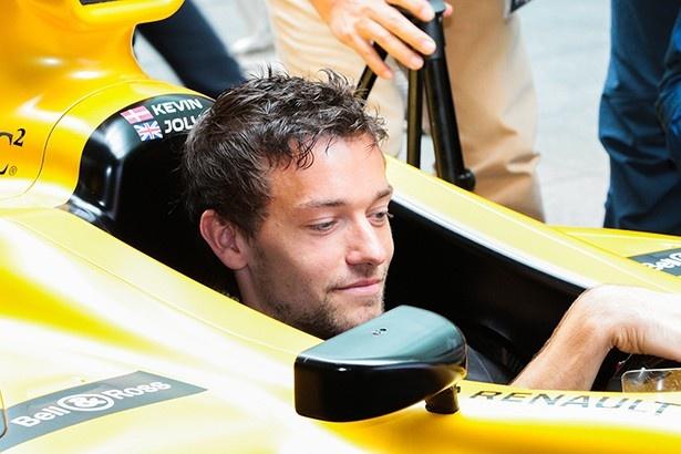 F1マシンに乗るジュリオン・パーマー