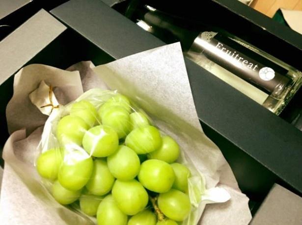 【写真を見る】フルートリート3ヶ月コース。 Fruitreatで申し込むと、秋田の果物とお酒が定期的に届く。16200円(送料・税込)