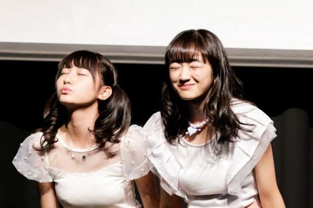 (左から)下村実生、林田真尋のキス顔を激写!