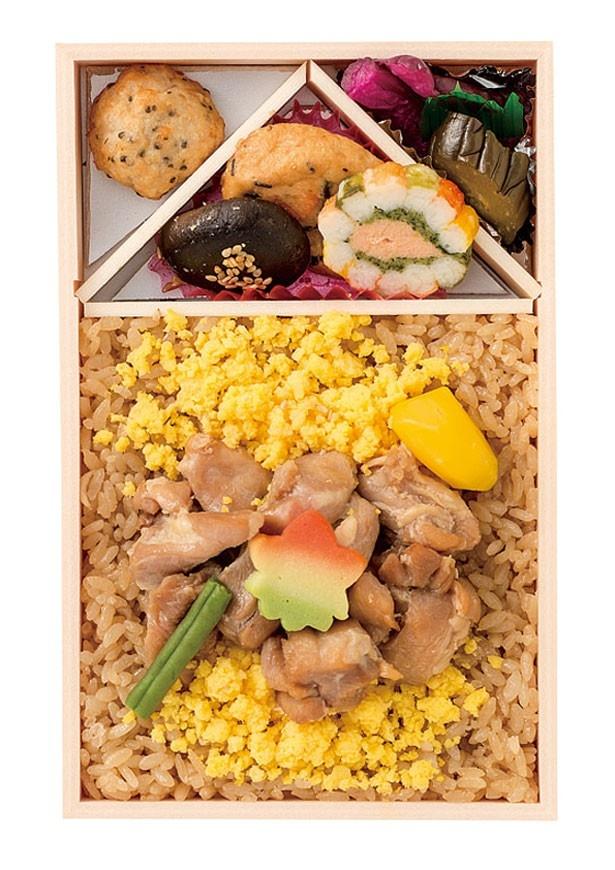 2015年1位の鶏めし(秋田県)。あきたこまちと鶏肉の甘辛い味付けが食欲をそそる
