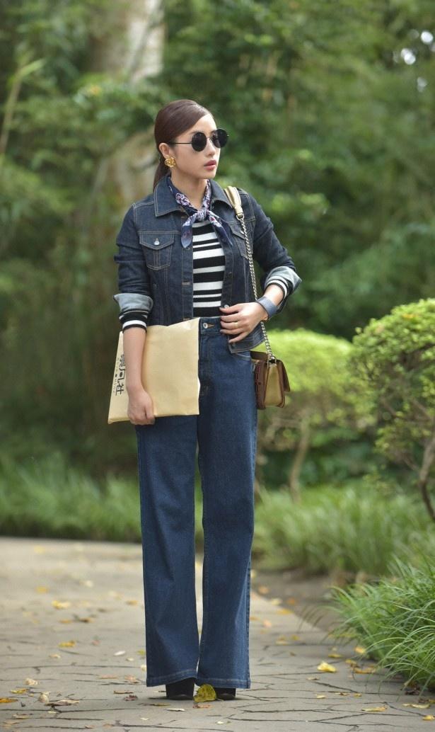 【写真を見る】どんな時でもおしゃれを欠かさない悦子の衣装にも注目!