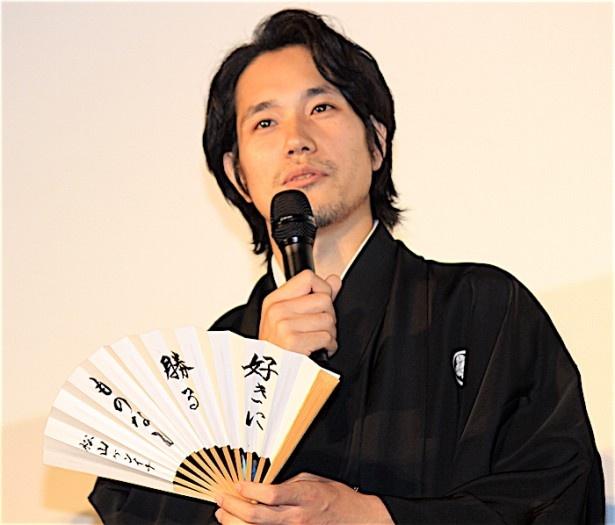 『聖の青春』完成披露舞台挨拶に登壇した松山ケンイチ
