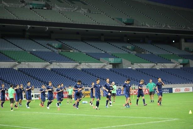 試合会場の埼玉スタジアム2002で前日練習を行った日本代表
