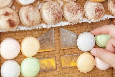 【写真を見る】お菓子の家にはピックゾーンも。もちろん食べられる