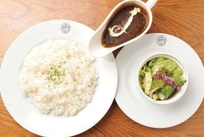 BON POINT CARDINの「自家製チキンカレーのランチセット」(¥1100)。バターと小麦粉をじっくり練って味わい深く仕上げた逸品