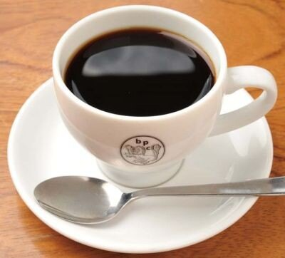 BON POINT CARDINのコーヒーは、ネルを2重にしてドリップする独自のいれ方。ランチにはセットでついてくる