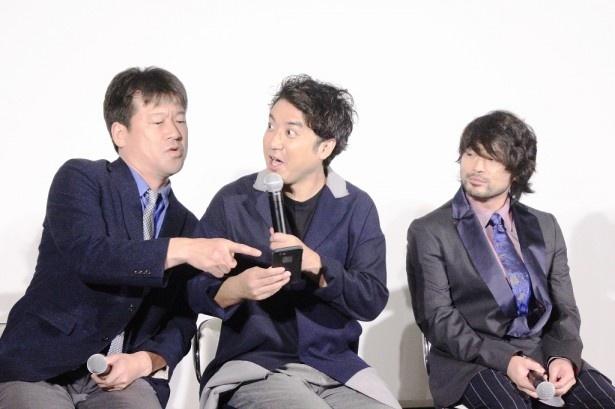 「LINE LIVE」で多くの「ヨシヒコ」ファンが会見を見ていることにうれしそうなムロと佐藤