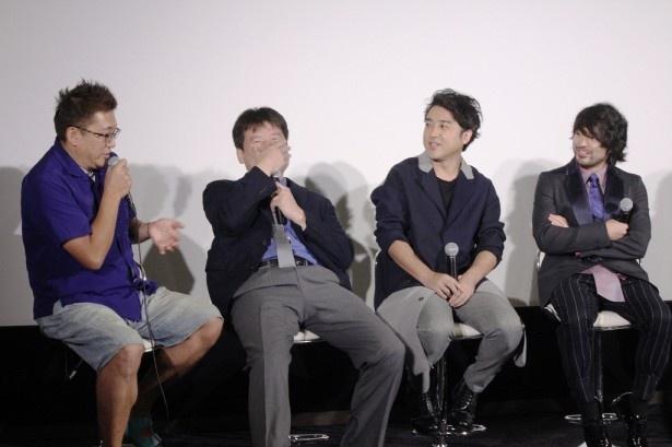 福田監督の暴露にひっくり返ってしまう佐藤。福田監督は「二朗さんは意欲とパワーがすごい」とフォロー
