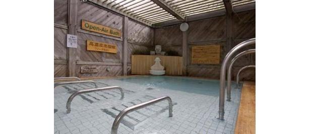 天然温泉 湘南ひらつか 太古の湯の「高濃度炭酸泉」。男性の露天風呂と女性の露天ひのき風呂に高濃度炭酸泉を導入