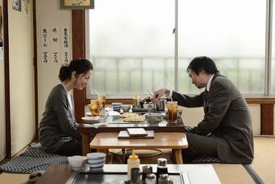 大森の結婚を噂で聞いてしまった麻子と、言い出せずにいる大森。食事をしていても何だかぎこちない空気に(「まりや」)