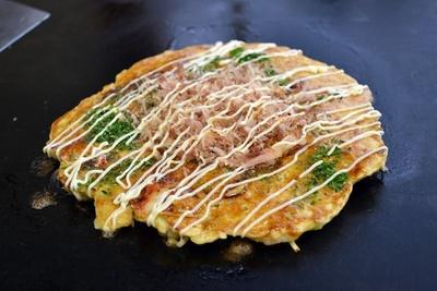 「ミックスC(卵、豚、いか、生えび)」810円(「まりや」)