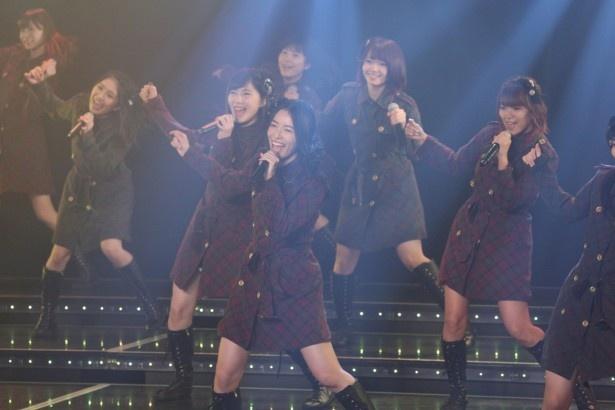 「SKE48劇場デビュー8周年特別公演」オープニングはチームSの「恋を語る詩⼈になれなくて…」