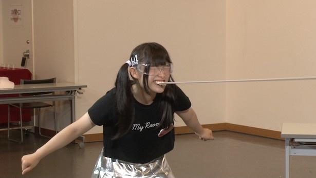 【写真を見る】あゆごんこと芦田愛由は、ゴムパッチンを志願!?