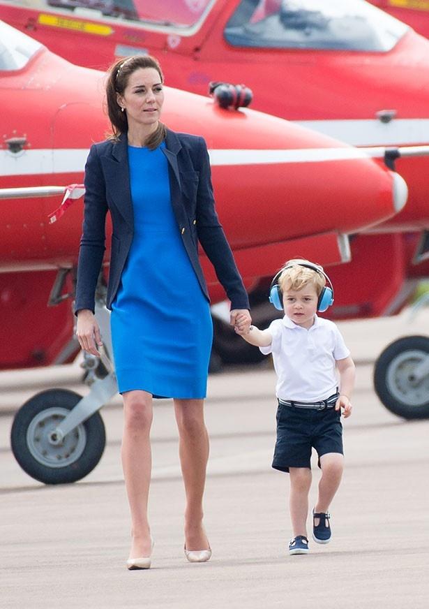 王室の伝統としてキャサリン妃はジョージ王子に半ズボンを履かせている?
