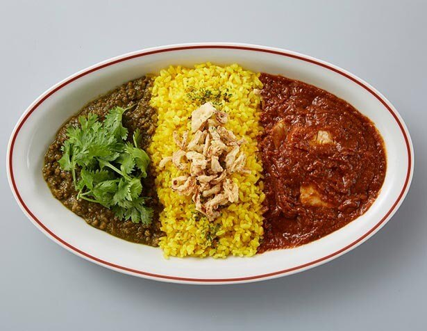 『カレフル』 1色1000円・2色1280円(税抜)特製ミニチョップドサラダ・お好きなドリンク付 ※写真は『カレフル』グリーン&レッドの2色、15穀米の組み合わせ