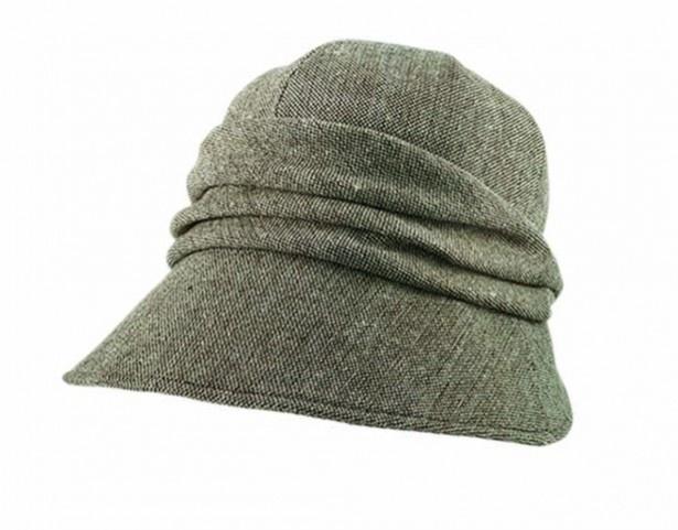 【写真を見る】「13機能のあったか小顔クロッシェ帽子」ブラウン 2990円(税抜)。カラーはチャコールグレーと2色展開