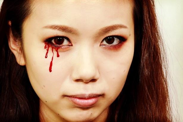目から血(パーツデザインメイク)は税抜2900円
