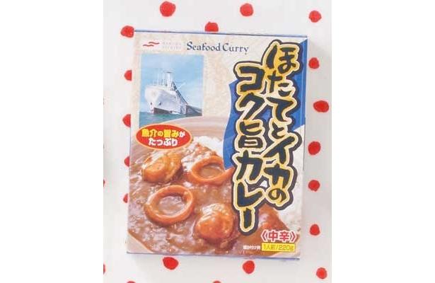 【道下さん賞】「ほたてとイカのコク旨カレー」(マルハニチロ/¥315/288kcal/220g)ホタテとイカがゴロゴロ入ってる〜。辛さ控えめだから食べやすいね(道下さん)