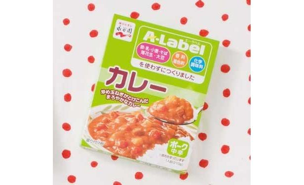 「A-Label カレーポーク中辛」(永谷園/¥189/179kcal/210g)小麦粉を使っていないんだね(降幡さん)、アレルギーの人でも安心。辛さは感じないよ(道下さん)
