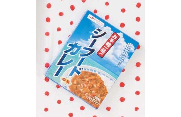 「お手軽一品! シーフードカレー」(マルハニチロ/¥126/114kcal/180g)ルーに魚介の味が生きてる。見ため濃厚だけど味は若干軽めかな(降幡さん)