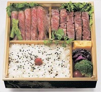 選りすぐりのサーロインステーキが味わえる「山形牛豪華ステーキ弁当」(1万800円)。注文後に調理