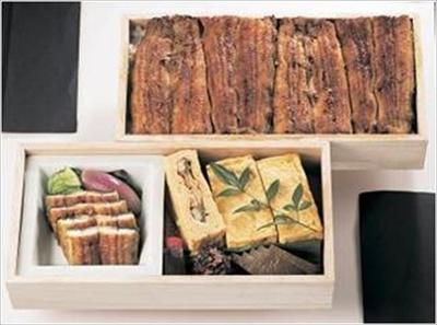 【写真を見る】鰻とう巻きが味わえる「重ね鰻弁当 鰻満(まんまん)」(1万1880円)は3日前までに要予約