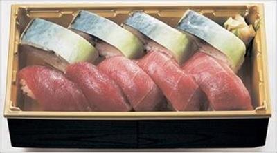 贅沢なブランドコラボ商品「大間本まぐろと松輪さば」(6480円)。2日前までに要予約