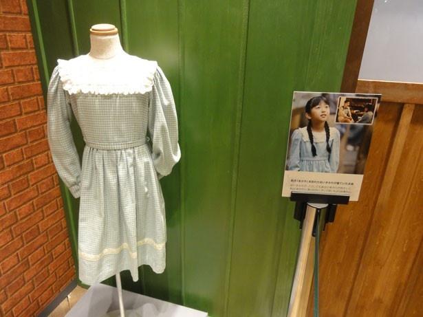 幼少期のヒロイン・すみれが実際に着ていた衣装も展示されている