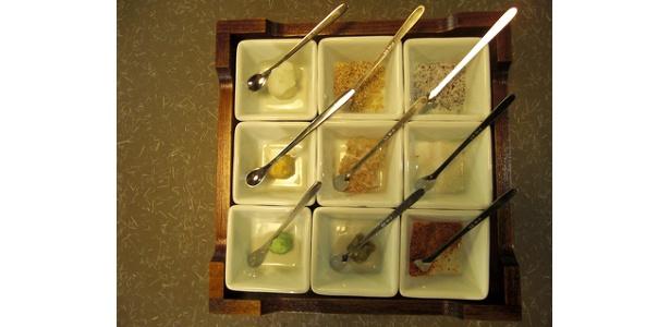 薬味は9種も。味の変化をイロイロを楽しめる