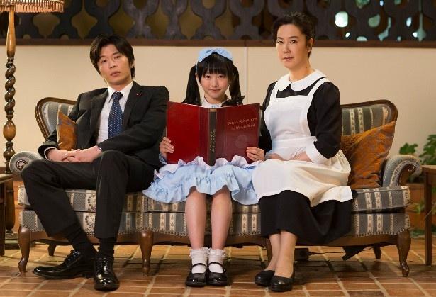「探偵少女アリサの事件簿」に出演する田中圭、本田望結、名取裕子(写真左から)