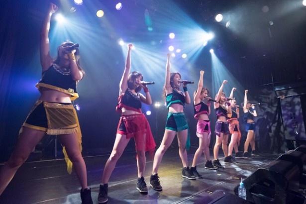 アップアップガールズ(仮)が「アップアップガールズ(仮) Road to 武道館 LIVE!LIVE!LIVE!」ツアーの初日公演を行った
