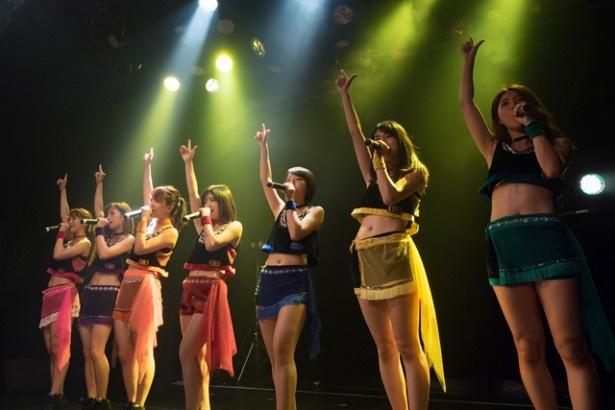 """メンバーが""""武道館に向けて、今皆さんに聴いてもらいたい曲""""をテーマに考えた選曲でパフォーマンス"""