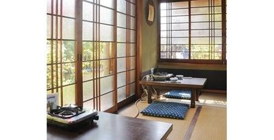 【写真を見る】純和風の趣がある座敷席でくつろげる/湯どうふ 竹むら