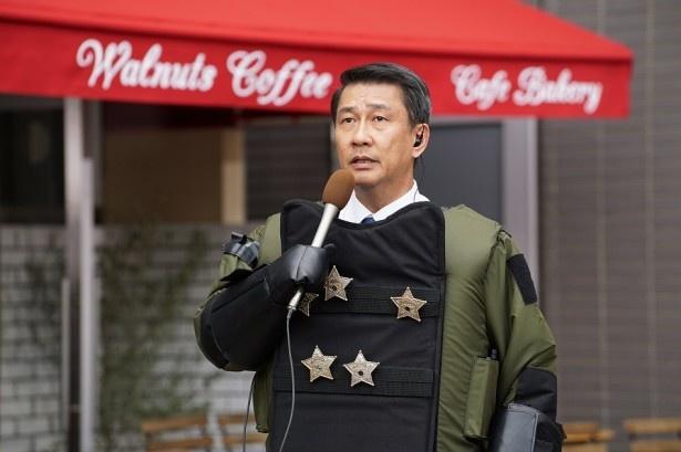 立てこもり事件現場に向かった澄田は犯人と接触