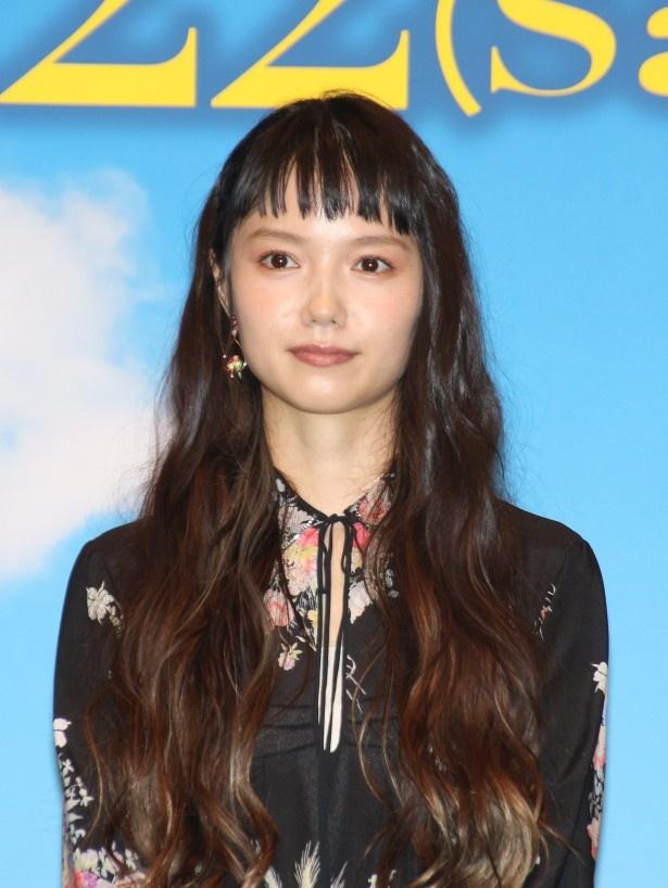 紀子が10歳の時に自分の余命を悟り、娘たちにバースデーガードを書き残す母親・芳恵役の宮崎あおい