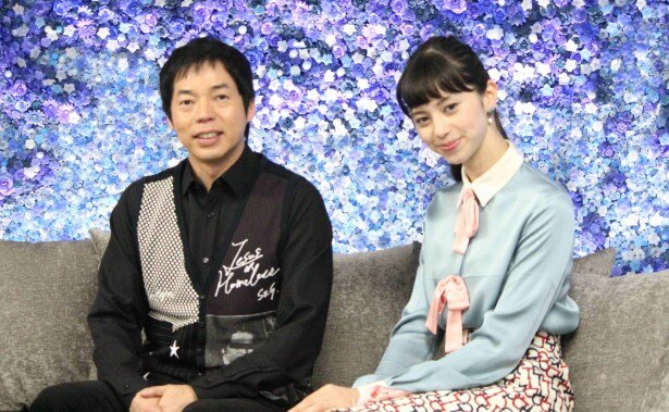 「アナザースカイ」でMCを務める今田耕司(左)と、新MCに抜てきされた中条あやみ(右)