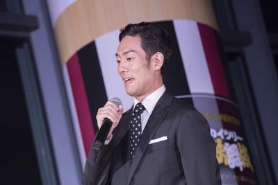【写真を見る】「父(中村勘三郎)が『江戸時代にエレキギターがあったら歌舞伎役者はみんな使っているよ』と言っていたのですが、本当に合うんですよ」(勘九郎)