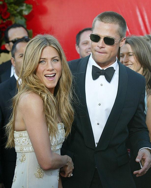 【写真を見る】2004年、当時まだ幸せだったブラッドとジェニファー