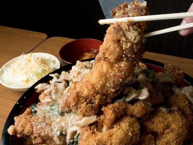 「ごはんや元気」の「チョモランマ天津スタミナ丼大盛」(1980円)
