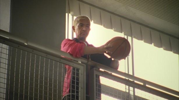 永野芽郁が投げたボールをキャッチする松本人志