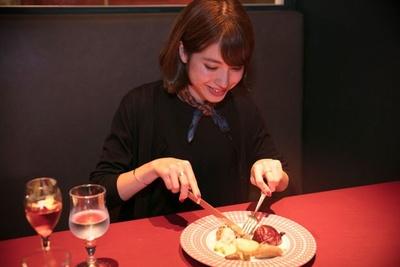 「ハンバーグもチーズも大好物」という中島さん。食べる前から期待大!