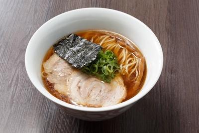佐野イズムを受け継ぐ「醬油らぁ麺」(830円)